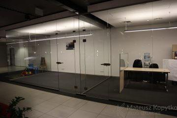 Szklane zabudowy do salonu samochodowego - Realizacja Pruszków